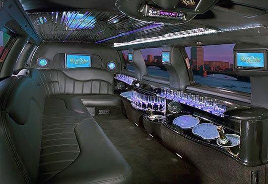 Разходка с последния модел шейна на Дядо Коледа - луксозна лимузина от Vivaldi Limousines и San Diego Limousines - Снимка 7