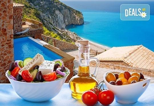 Ранни записвания 2016 за почивка на остров Лефкада, Гърция! 5 нощувки, закуски и вечери в Oscar 3* и транспорт от България Травъл! - Снимка 1