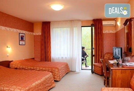 Зимна почивка за двама! 1 нощувка със закуска и вечеря в хотелски комплекс Кипарис Алфа 3*, Смолян - Снимка 3