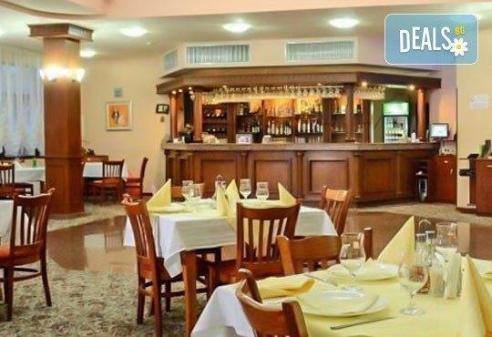 Зимна почивка за двама! 1 нощувка със закуска и вечеря в хотелски комплекс Кипарис Алфа 3*, Смолян - Снимка 7