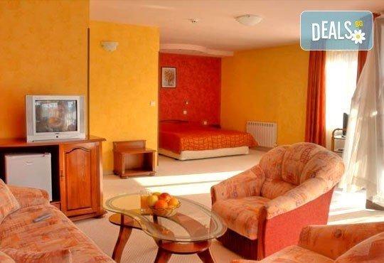 Зимна почивка за двама! 1 нощувка със закуска и вечеря в хотелски комплекс Кипарис Алфа 3*, Смолян - Снимка 6