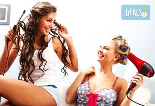 Шармантна прическа в WAVE STUDIO-НДК! Френски букли или стилно изправена коса + арганова терапия - Снимка 1