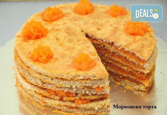 Тиквена или морковена торта с медени платки по избор от Виенски салон Лагуна! Предплати сега 1лв. - Снимка 1