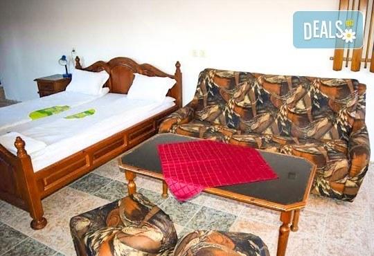 Почивка през декември в Троянския балкан! От 1 до 4 нощувки в уютни къщички, хотел Света гора, с. Орешак - Снимка 7
