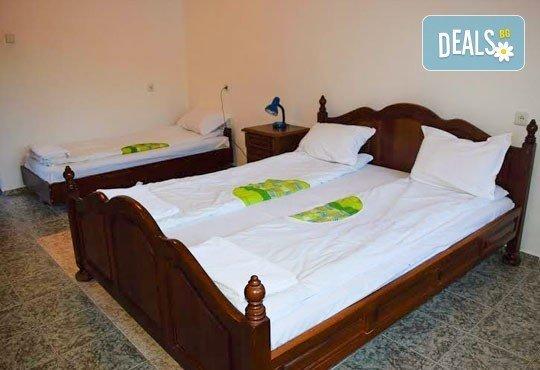 Почивка през декември в Троянския балкан! От 1 до 4 нощувки в уютни къщички, хотел Света гора, с. Орешак - Снимка 4