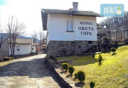 Почивка през декември в Троянския балкан! От 1 до 4 нощувки в уютни къщички, хотел Света гора, с. Орешак - Снимка 1