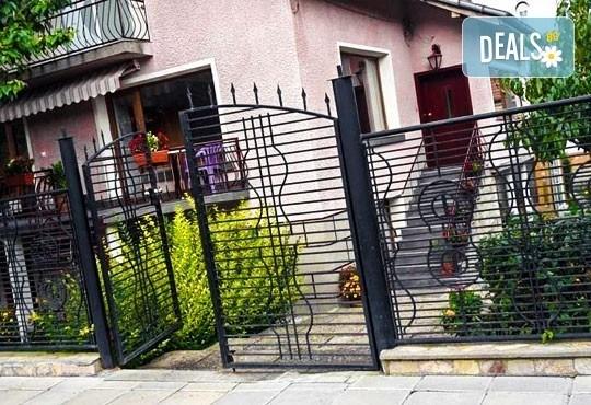 Декември в Рила! 1 нощувка в двойна стая в къща за гости Кюркчиеви, Сапарева баня, ползване на камина и барбекю - Снимка 2