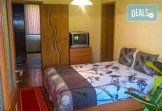 Декември в Рила! 1 нощувка в двойна стая в къща за гости Кюркчиеви, Сапарева баня, ползване на камина и барбекю - Снимка 4