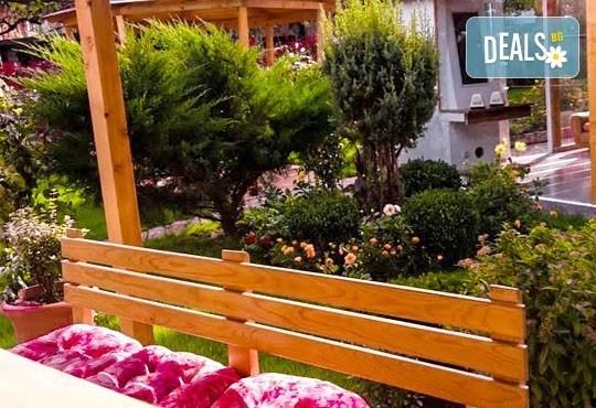 Декември в Рила! 1 нощувка в двойна стая в къща за гости Кюркчиеви, Сапарева баня, ползване на камина и барбекю - Снимка 5