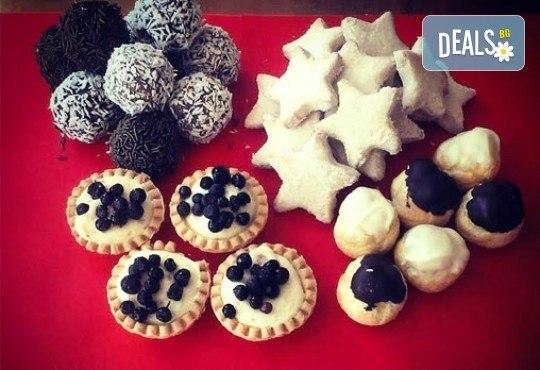 Сладки на килограм! Бутикови сладки фантазии, един или два килограма от майстор-сладкарите на Muffin House - Снимка 1