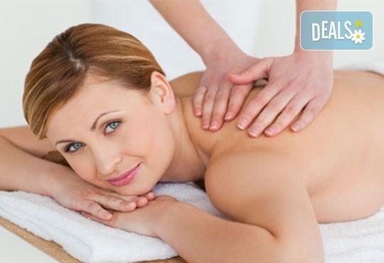 Изберете 40- или 60-минутна релаксираща масажна терапия на цяло тяло с масло от зелени маслини в салон Женско царство! - Снимка 3