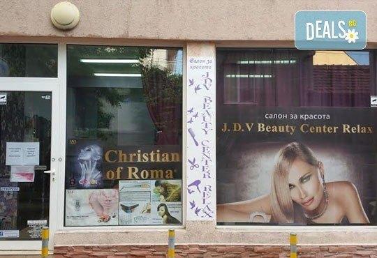 Покажете стил! Класически маникюр с гел лак и педикюр с лак от J.D.V. Beauty Center Relax - Снимка 13