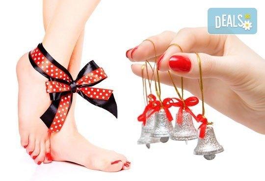 Покажете стил! Класически маникюр с гел лак и педикюр с лак от J.D.V. Beauty Center Relax - Снимка 2