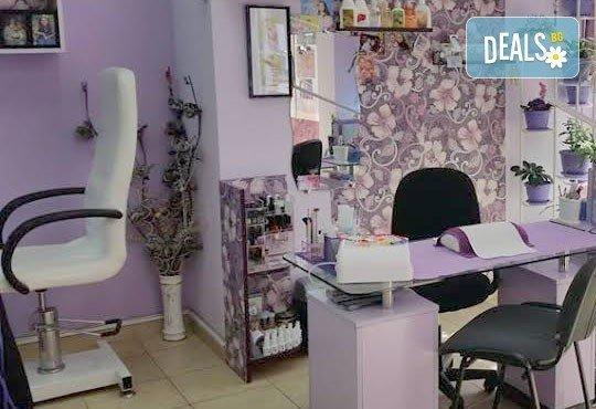 Покажете стил! Класически маникюр с гел лак и педикюр с лак от J.D.V. Beauty Center Relax - Снимка 9
