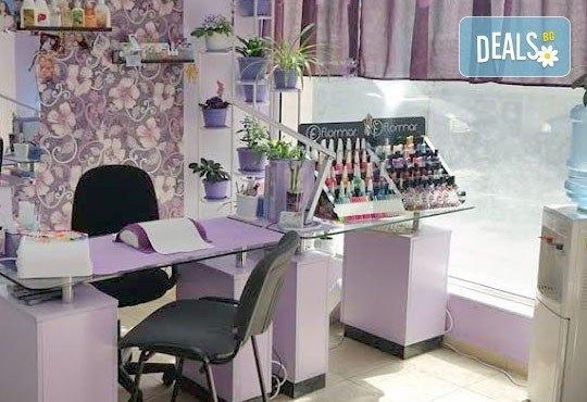 Покажете стил! Класически маникюр с гел лак и педикюр с лак от J.D.V. Beauty Center Relax - Снимка 8
