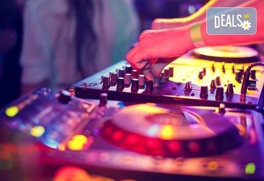 Време за парти! По Южното черноморие до Бургас с DJ Илиян Петков -5 часа с DJ, възможност за професионален парти фотограф - Снимка 1