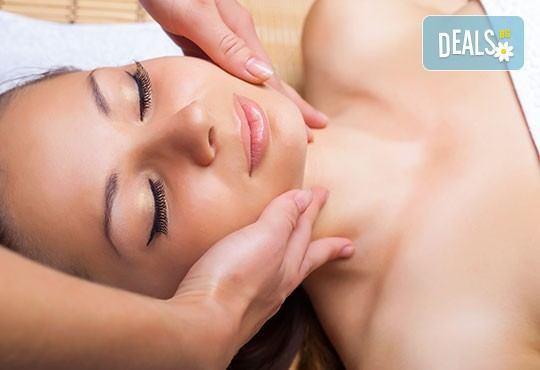 Възстановителна мануална терапия на гръб, врат, рамене и раменен пояс или масаж и лимфодренаж на лице и терапия за коса в Женско царство! - Снимка 3