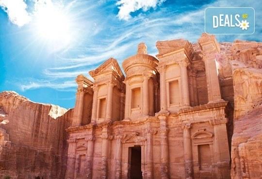 Нова година в Йордания! 8 нощувки със закуски и вечери, самолетен билет и джип тур в пустинята Вади Рам! - Снимка 2