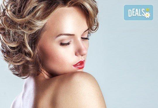 Милки шейк за лъскава и блестяща коса, плюс сешоар, празнични къдрици и прическа от Дерматокозметичен център Енигма - Снимка 1