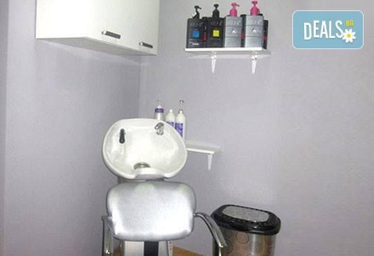 Боядисване с L'Oréal Matrix, подстригване, терапия според типа коса с инфраред преса и оформяне със сешоар в салон Мелинда! - Снимка 5