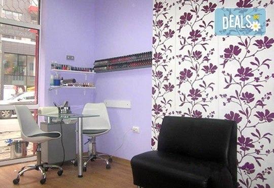 Боядисване с L'Oréal Matrix, подстригване, терапия според типа коса с инфраред преса и оформяне със сешоар в салон Мелинда! - Снимка 4