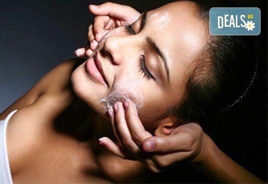 Подмладете кожата си с нова пилингова концепция - Easy Peel на Laboratorios Tegor, зона по избор от центрове Енигма - Снимка 1