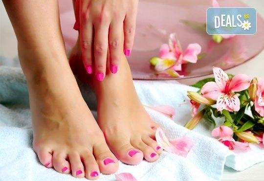 Поглезете се със SPA педикюр и класически маникюр в салон за красота АБ, бонус 20% отстъпка на масаж по избор - Снимка 2