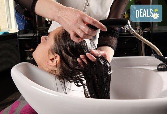 За красива коса! Масажно измиване, дълбоко хидратираща и подхранваща маска и оформяне със сешоар в салон Идиан! - Снимка 1