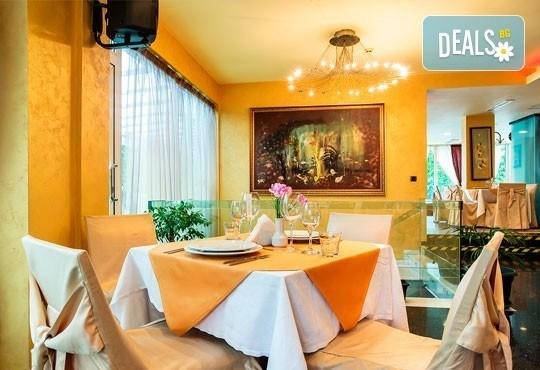 Посрещнете 2016-та в ресторант Европа в Бест Уестърн Хотел Европа 4*, София - богата празнична вечеря и DJ програма! - Снимка 2