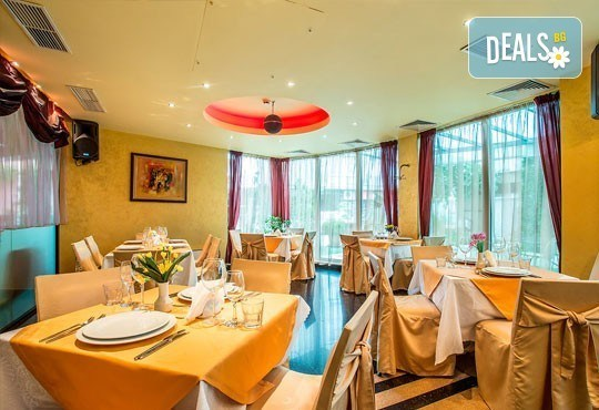 Посрещнете 2016-та в ресторант Европа в Бест Уестърн Хотел Европа 4*, София - богата празнична вечеря и DJ програма! - Снимка 3