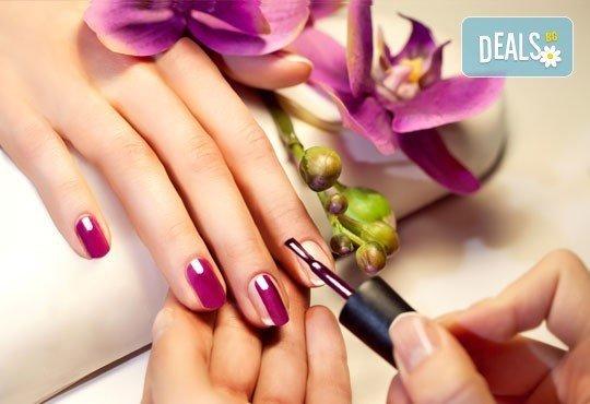 Бъдете необикновени с маникюр с лак OPI и неограничен брой декорации в салон за красота Beauty Hall Molly! - Снимка 2