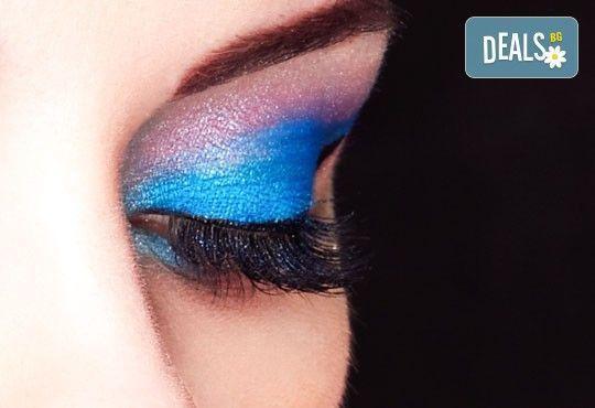Поставяне на копринени мигли по метода косъм по косъм в студио за красота La Coupe! - Снимка 1