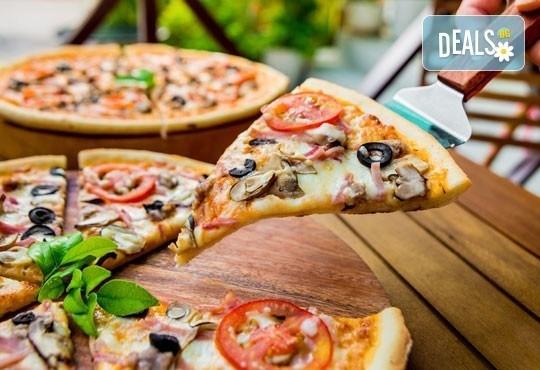 Традиции от Италия! Голяма тънка италианска пица и бонус -10% отстъпка от консумация за цялото меню на място в Club 68 - Снимка 1