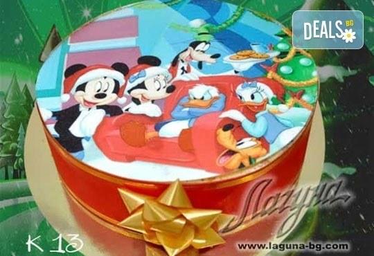 Приказна коледна детска тортичка с празнична картинка и вълшебно вкусен сочен крем от Виенски салон Лагуна - Снимка 3