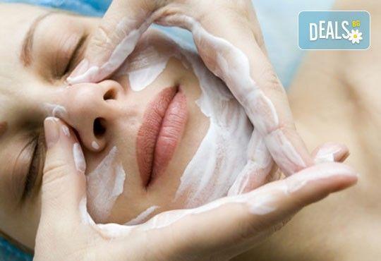 Почистване на лице в 8 стъпки с антибактериaлни продукти GiGi и бонус кола маска на горна устна, салон Diamante Beauty - Снимка 4