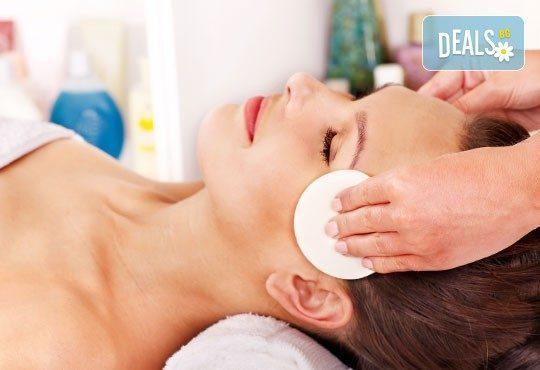 Почистване на лице в 8 стъпки с антибактериaлни продукти GiGi и бонус кола маска на горна устна, салон Diamante Beauty - Снимка 3