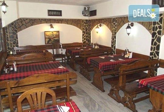 За двама! Сач от агнешко месо и печурки или традиционен сач с пилешко + салата по избор в Ресторант - механа Мамбо - Снимка 5