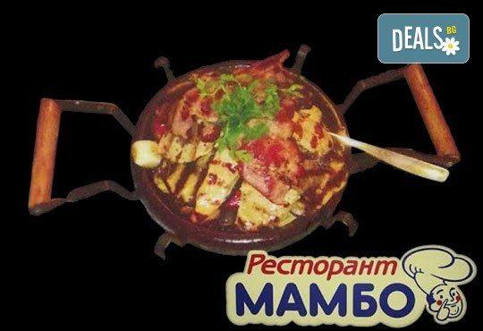 За двама! Сач от агнешко месо и печурки или традиционен сач с пилешко + салата по избор в Ресторант - механа Мамбо - Снимка 2