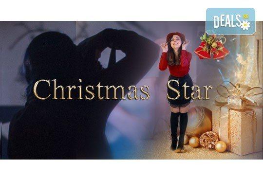 Уловете коледното настроение с Christmas Star - студийна фотосесия в празничен коледен стил с 12 обработени кадъра от HD Visio Limited! - Снимка 1