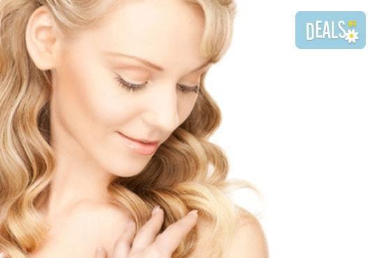 Перфектно лице! Мануално почистване на лице в комбинация с дълбок хидратиращ антиейдж масаж на ТОП цена, Салон Пламарски - Снимка 1