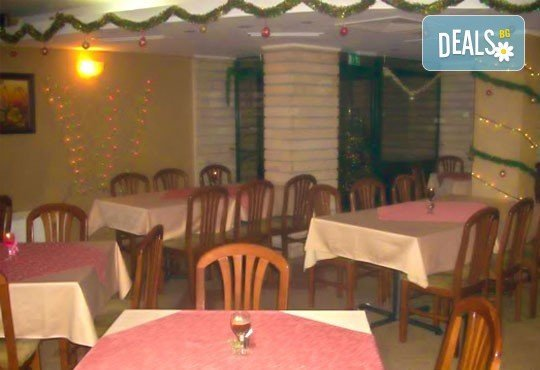 Посрещнете Нова година в Елит 3* в Девин! 2/3 нощувки със закуски, празнична вечеря с DJ, ползване на сауна и джакузи! - Снимка 9