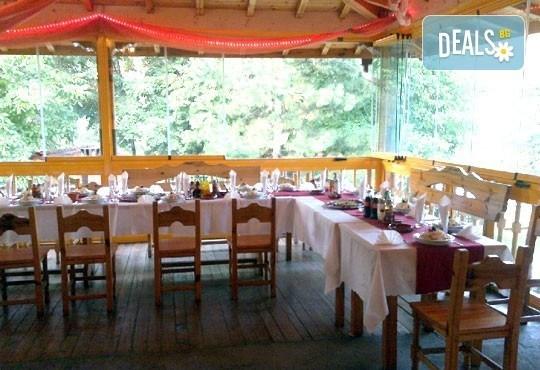 Нова година в ресторант Бадемова къща! Куверт за един човек с богато празнично меню: салата, основно, десерт и напитки! - Снимка 3