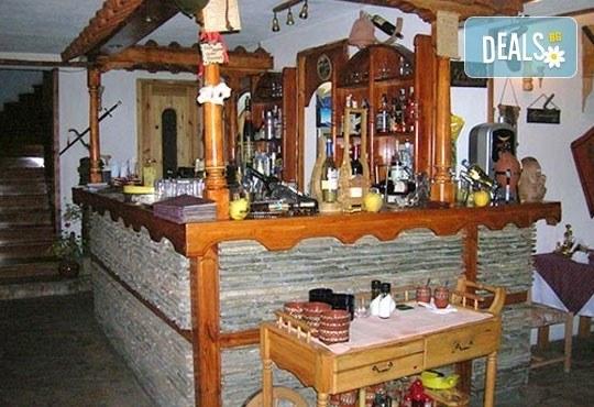 Нова година в ресторант Бадемова къща! Куверт за един човек с богато празнично меню: салата, основно, десерт и напитки! - Снимка 4