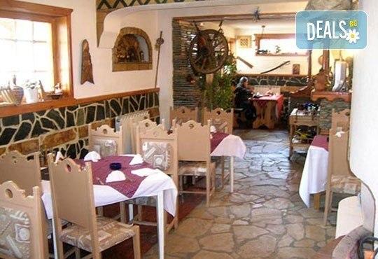 Нова година в ресторант Бадемова къща! Куверт за един човек с богато празнично меню: салата, основно, десерт и напитки! - Снимка 5