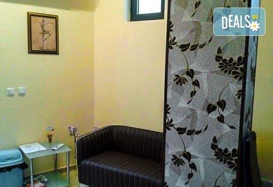 Пет процедури антицелулитен масаж на бедра и седалище с масла и гелове с кофеин и L-carnitine, салон за красота АБ - Снимка 8
