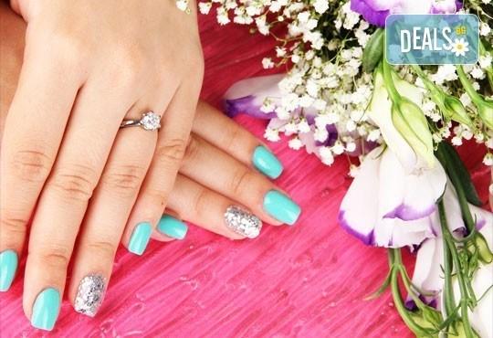 Красиви ръце! Маникюр + цвят от палитрата на O.P.I. или L'Oreal и 2 декорации в Студио Chocolate - Снимка 2