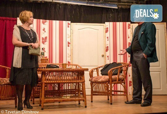 Гледайте щурата комедия Луда нощ по френски на 20.01. от 19 ч. в театър Сълза и смях, Открита сцена - Снимка 2