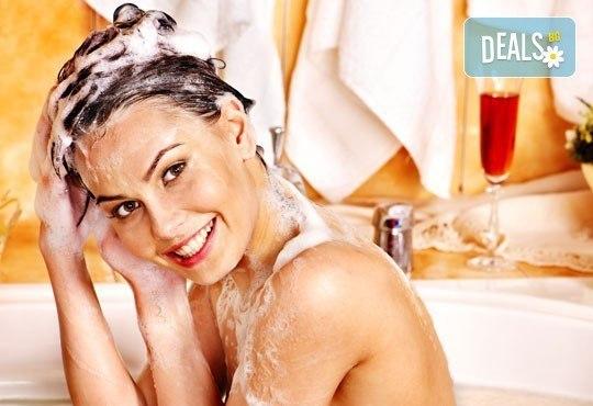 Боядисване с боя на клиента, подхранваща маска, подстригване и оформяне на прическа или подсушаване по избор - Снимка 3