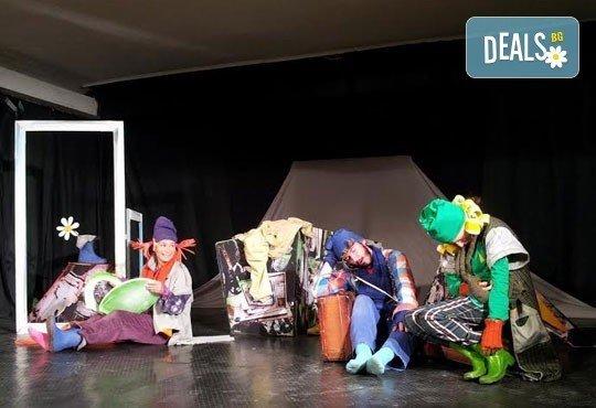 Забавления за деца и възрастни! Гледайте ''Те и Маргаритката'' на 14.01. от 19ч. в Открита сцена ''Сълза и смях'' - 1 билет! - Снимка 4
