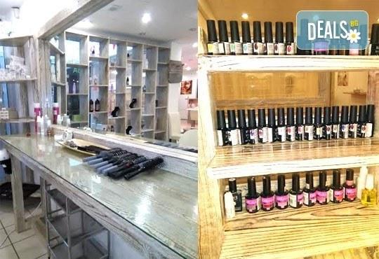 Подстригване, масажно измиване, маска с продукти на Nashi и оформяне със сешоар - прав или букли от Royal Beauty Center - Снимка 3